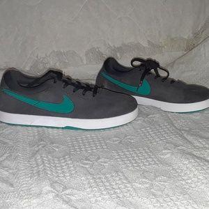 Nike S8 youth shoes unisex sz y3